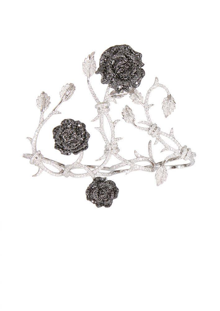 Elise Dray white gold, white diamonds and black diamonds Mitaine Roseraie four fingers ring