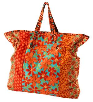 Pull-up straps and a roomy interior make for an easy-to-piece tote bag.Shoulder Bags, Free Pattern, Allpeoplequilt Com, Sewing Pattern, Bags Pattern, Totes Bags, Free Bags, Bag Patterns, Tote Bags