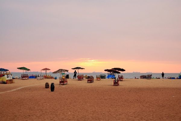 Агонда (Южный Гоа) Этот пляж в полной мере можно считать практически диким — здесь нет больших роскошных отелей, SPA-центров, шумных ресторанов.
