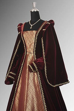 If there is one thing you learn working with #Renaissance and #Medieval clothing, it is that velvet and baroque damask pair beautifully! Our Formal Court Gown is just one regal example of how these two fabrics and a careful eye for design will always result in something splendid. http://www.pearsonsrenaissanceshoppe.com/formal-court-gown.html