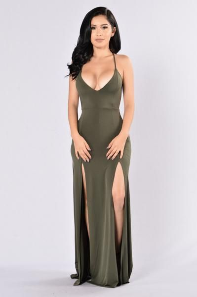 - Available in Olive, Burgundy and Black - V Neckline Criss Cross Back - Maxi Length - Front Slits - Open Back - 96% Polyester, 4% Spandex