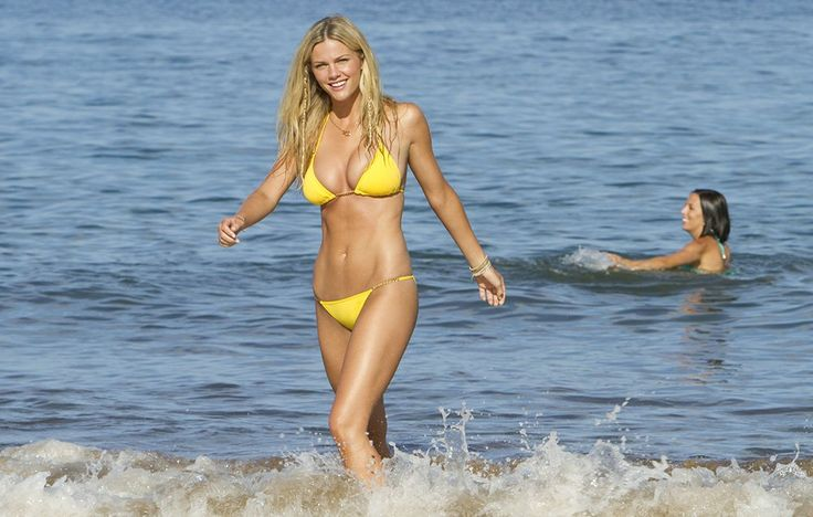 Brooklyn Decker, Just Go With It (2011) http://www.menshealth.com/sex-women/iconic-bikini-moments/slide/11