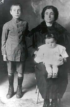 italian immigrants in america essay Free essay: italian immigrants in america ever since the united states was founded, immigrants have been arriving on its soil the first white inhabitants of.