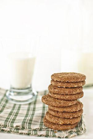 Biscotti integrali e latte! Whole grain biscuits and milk!