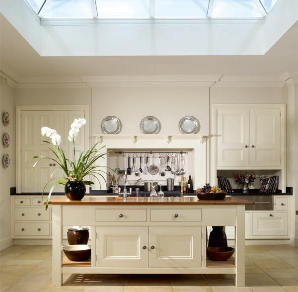 Loving the edwardian kitchen. Find a kitchen like this at www.modellodesign.co.uk