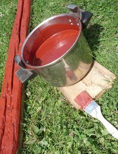 Recette de la peinture à la farine Faire chauffer une vieille marmite, verser 300g de farine avec 300ml d'eau, quand çà commence à chauffer, verser au fur et à mesure 3 litres d'eau en remuant (comme pour une sauce blanche), et porter à ébullition pendant 10 minutes (et vous avez une sauce blanche sans le beurre). Y ajouter alors 600g de pigment, et 300ml d'huile de lin, porter de nouveau à ébullition pendant 30 minutes.