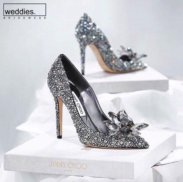 İlk dansınızda sindirella etkisi yaratmak istiyorsanız, Jimmy Choo'nun Cinderella modelinin size oldukça yardımcı olabileceğini düşünüyoruz.   We strongly think that Jimmy Choo's Cinderella model can be of great help if you want to create an effect of a Cinderella right in your very first dance.