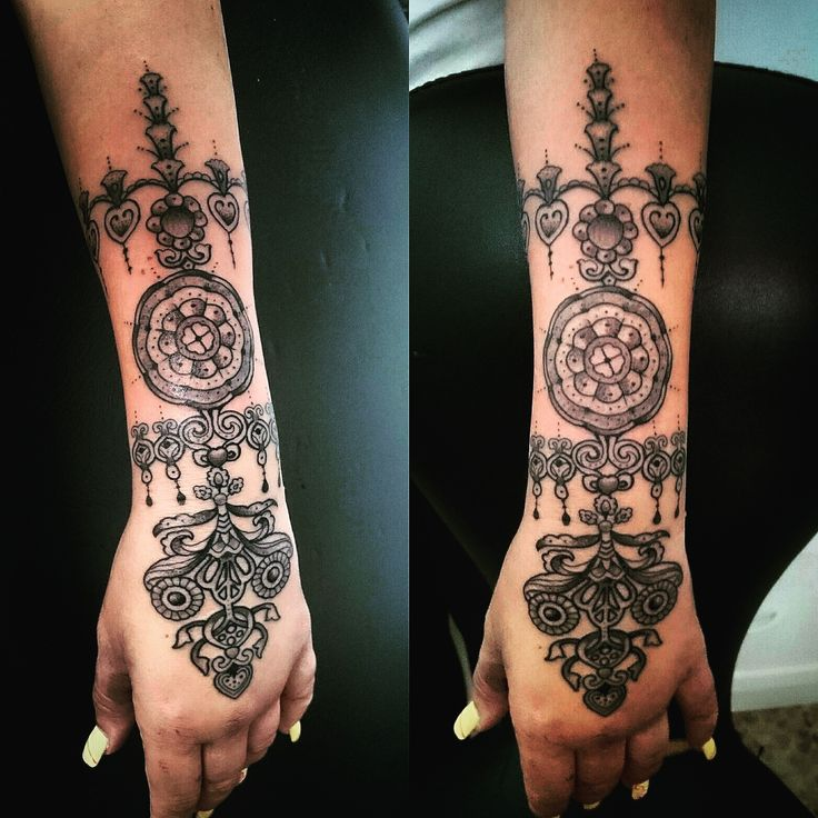 tatuaje lineal,mandala;linear tattoo, forearm, mandala; tatouage linéaire, avant-bras, mandala;lineare Tätowierung, Unterarm, Mandala; tatuaggio lineare, avambraccio, mandala
