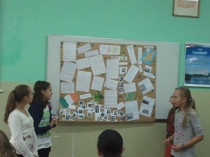 Każda grupa po wylosowaniukrajów miała coś na ten temat przygotować np. rzeki, sławni ludzie, miasta, potrawy, zabytki itp. Następnie omawialiśmy, które informacje wykorzystamy do naszych projektów.