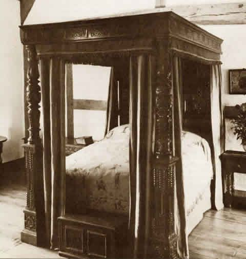 circa 1600 style four poster bed carved 4 poster bed