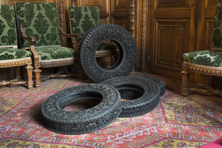 Wim Delvoye, Installation view 2012 Musée du Louvre Paris