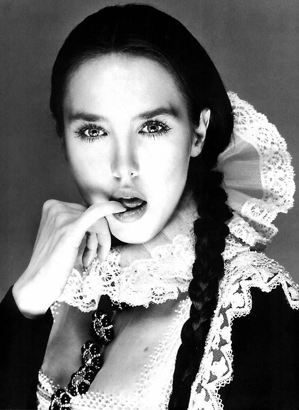 Isabelle Adjani in Dior haute couture (by Gianfranco Ferre). Photo: Richard Avedon for Vogue Paris, 1994.