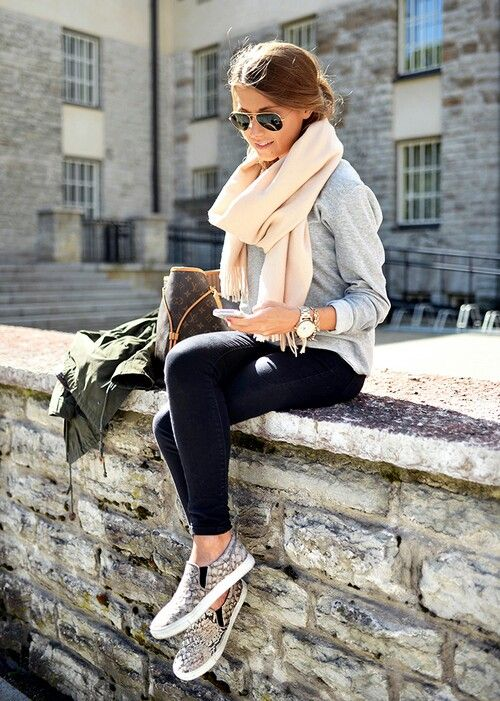 Scarves throw together a look. Loving it here with leggings and sneakers.