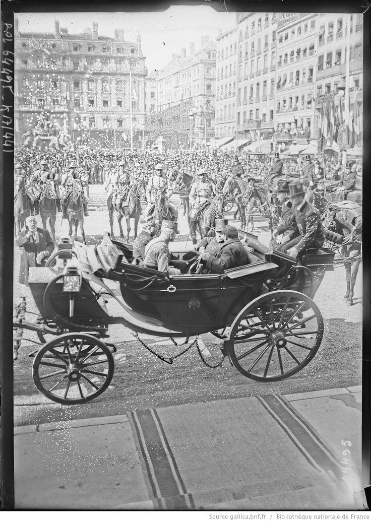 Lyon, 14/3/21, le président [M. Millerand] quitte l'Hôtel de ville : [photographie de presse] / [Agence Rol]