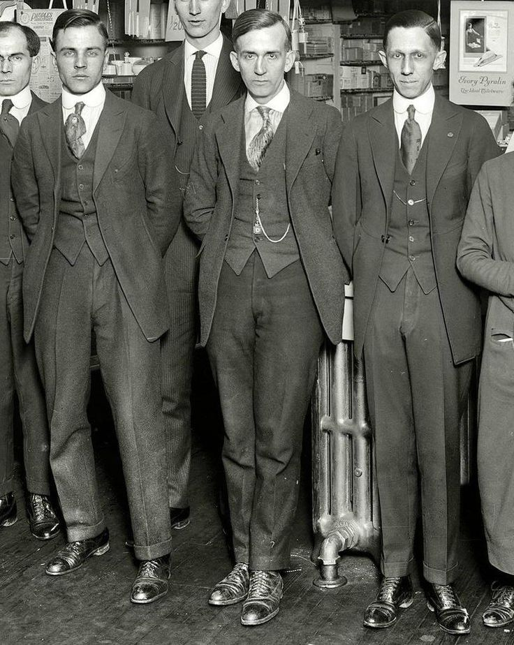 1919 - A really good view of usual American suits