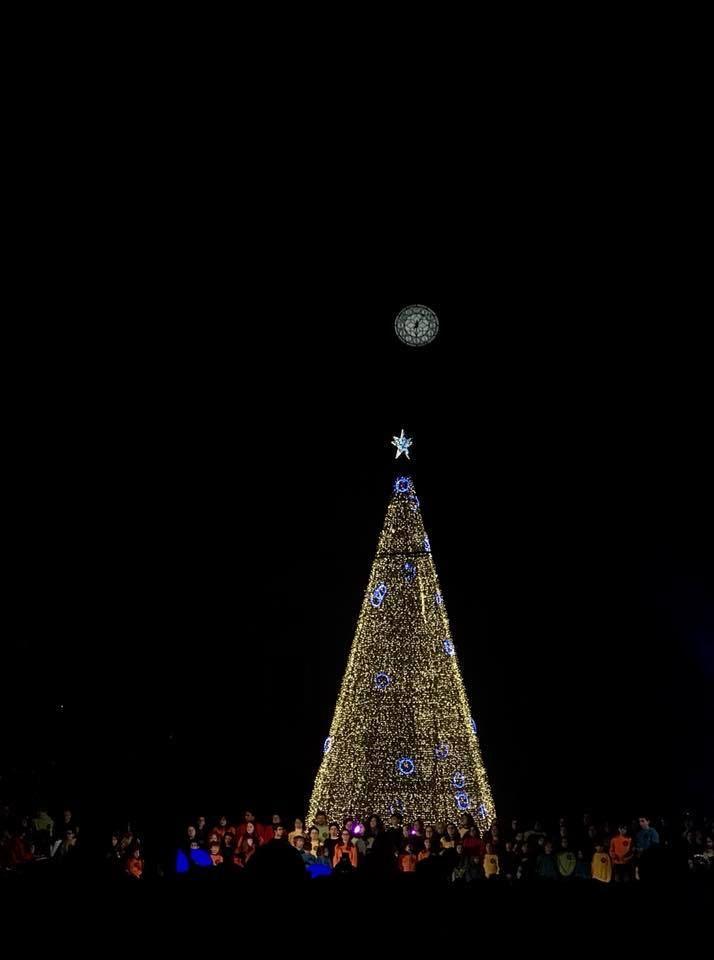 Natal no Porto - o relógio da Câmara Municipal parece a lua - f. Manuela Matos Monteiro