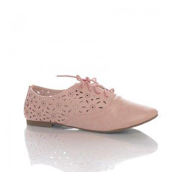 Pantofi Dantelle - Rose Pantofii Dantele Rose sunt un accesoriu de vara foarte feminin si modern. Acesti pantofi prezinta un model floral perforat care permite picioarelor sa respire in voie. Pantofii Dantelle sunt deosebit de moi si comozi.