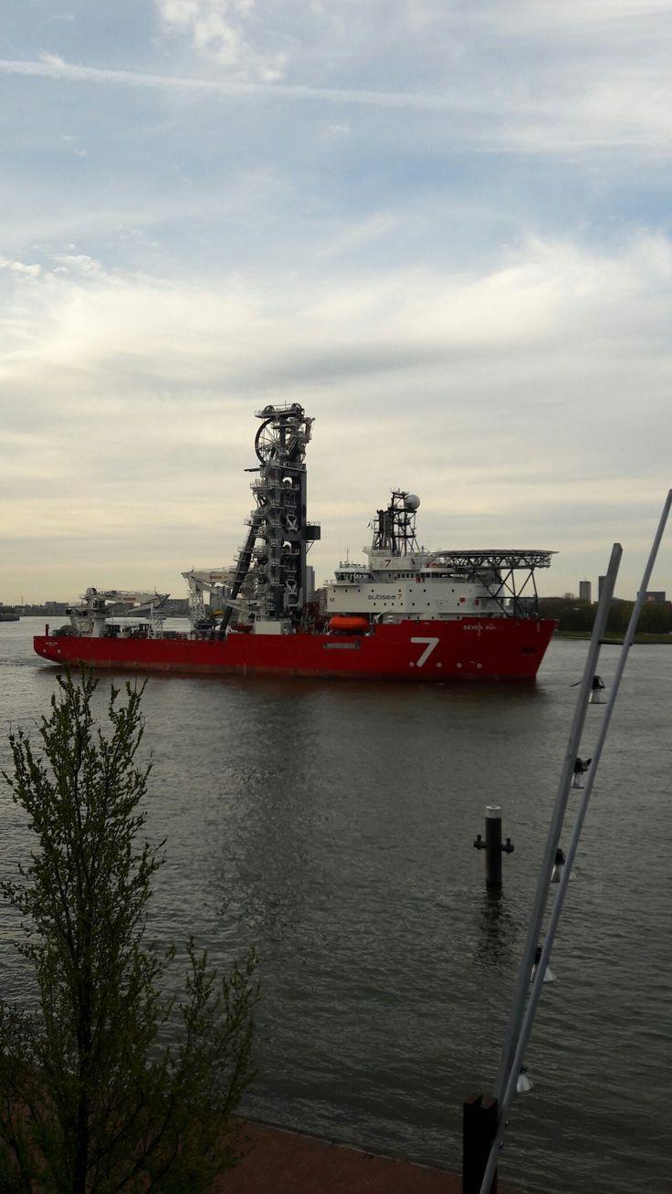 Zeevaart nieuwe maas Rotterdam Nederland