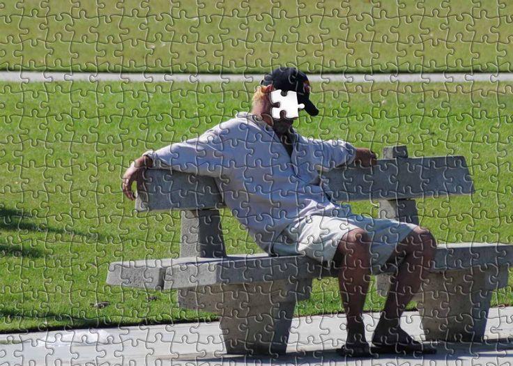 """Dai bambini abbiamo sempre da imparare e questo piccolo brano lo conferma :)  """"Un bambino ed il suo papà erano seduti sul treno. Il viaggio sarebbe durato un'ora circa. Il padre si siede comodamente e si mette a leggere una rivista per distrarsi. Ad un certo punto il bambino lo interrompe e domanda: """"Cos'è quello, papà?"""". [...]""""  #bambini, #domande, #uomo, #racconto, #puzzle, #liosite, #citazioniItaliane, #frasibelle, #italianquotes, #sensodellavita, #perledisaggezza, #perledacondividere,"""