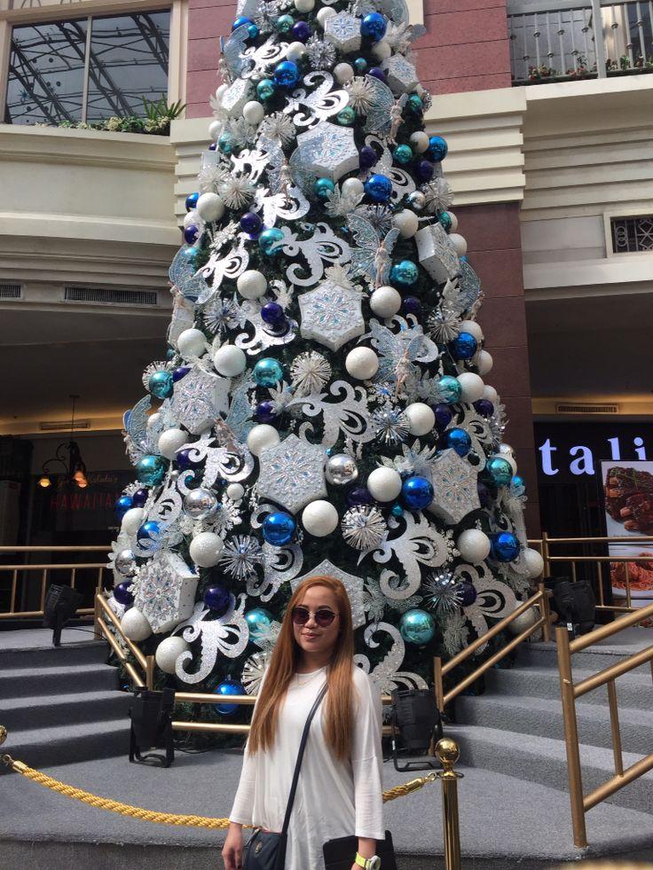 Giant Christmas Tree! #newport #resortsworld #latepost #dec30 #vacay