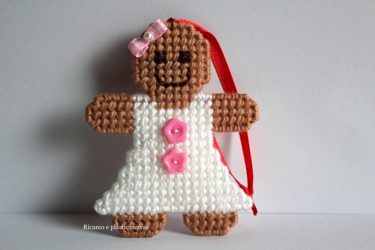Omino di pan di zenzero versione femminile, decorazione albero di Natale, addobbi per albero di Natale, idea regalo Natale, fatto a mano by Ricamoeplasticcanvas on Etsy