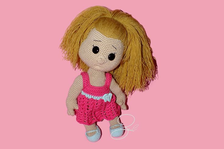 Little girl with pink dress based on Havva Ünlü amigurumi pattern