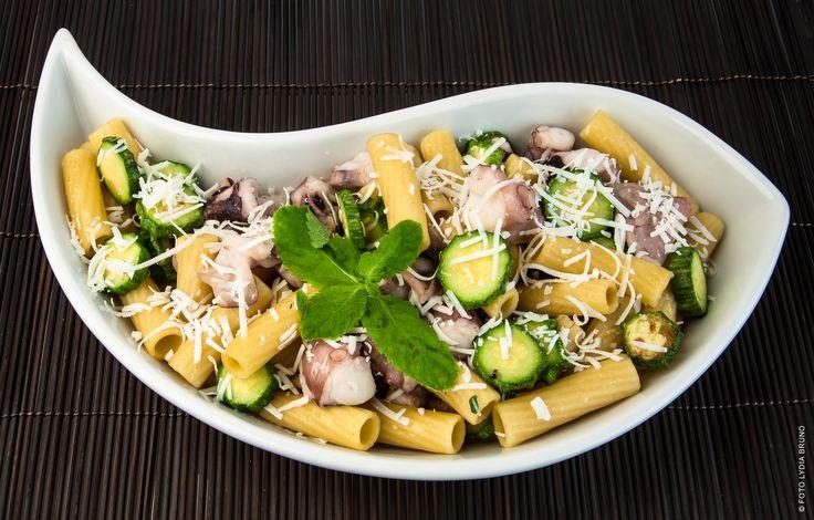Dai tortiglioni con polpo e zucchine alle mezze maniche con pomodorini gialli e cacioricotta, ecco 5 ricette facili per palati freschi (e piatti festosi)