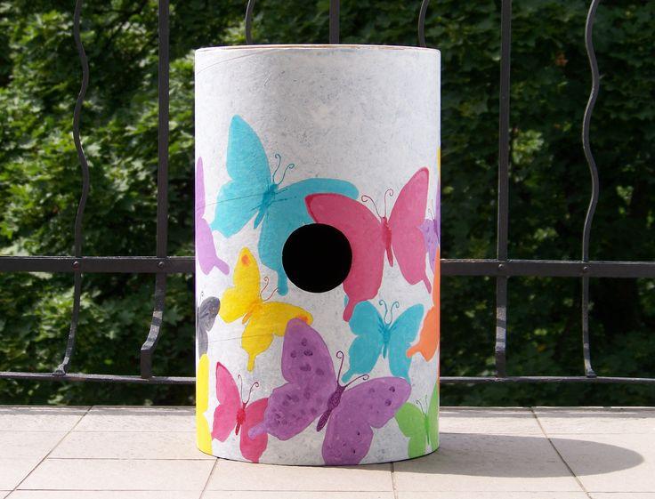Oba bubny jsou laděny do téměř totožných, pozitivních barev, leč motivy v sobě nesou i jakousi melancholii a záměrně nedokonalou dokonalost. Prolínání tvoří celek. * #art #ladylu #painting #butterflies