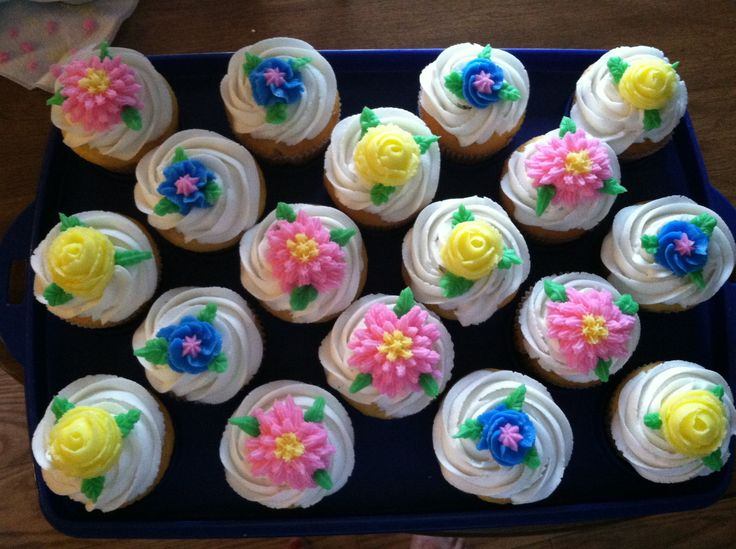 17 Best images about Cupcake Decorating Ideas on Pinterest ...