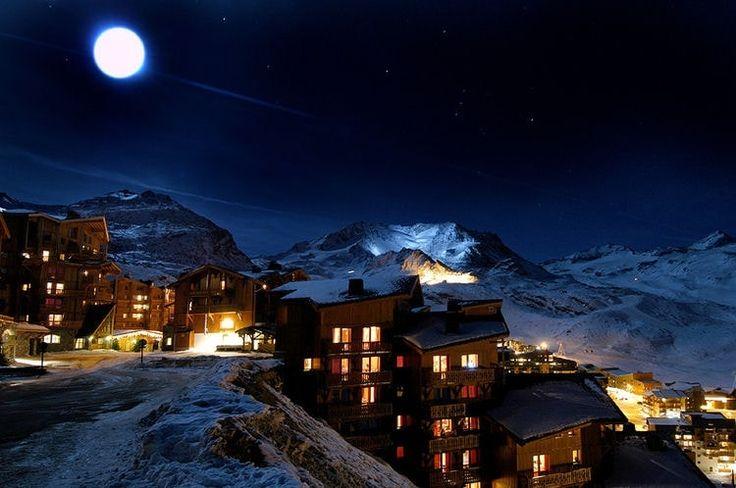 Midnight in the Val Thorens ski resort, France.  ©  Philippe Trub