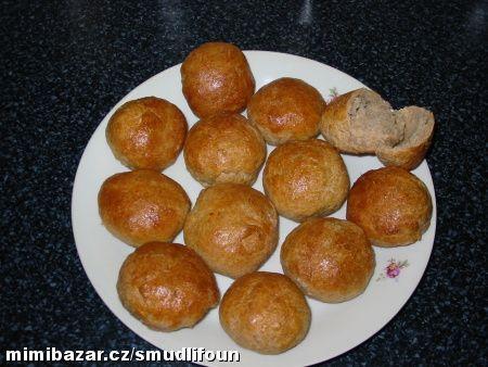 Pro toho kdo nemá domácí pekárnu výborné tmavé pečivo z trouby.Mňamka!!!!!!!