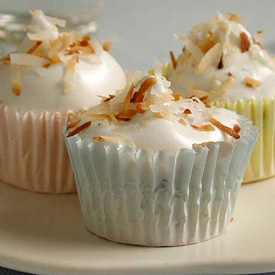 Chocolate Chip Angel Cupcakes with Fluffy Frosting: Chocolates Chips, Fluffy Frostings, Frostings Recipes, Chips Angel, Cupcakes Recipes, Cooking Light, Angel Cupcakes, Angel Food Cupcakes, Food Cakes