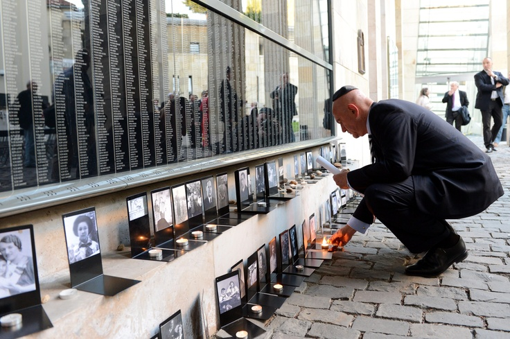 Memorial Day of the Hungarian Victims of Holocaust. Ambassador Ilan Mor lights a candle at the Wall of Victims. Photo MTI/Kovács Tamás