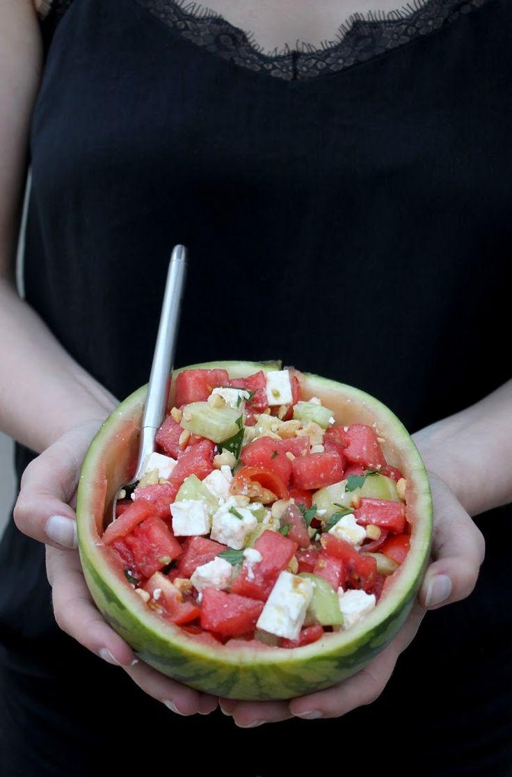 Salade de pasteque, concombre, tomate et fêta, sauce piquante au cacahuètes #summer