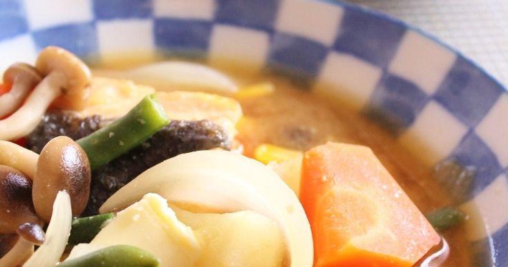 ✿話題入り感謝✿ 野菜を沢山加えた鮭の味噌スープです。 1皿で魚とたっぷりの野菜を食べられます♪