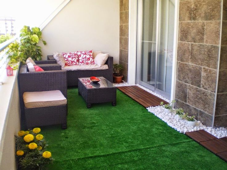 Jardines peque os con pasto sintetico buscar con google for Ideas para decorar patios chicos