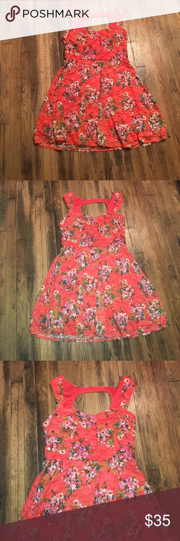 B.smart orange/coral floral dress Zip up in the back. Bust 39in. Waist 33in. Length 35.5. Padded cups in the bust. T12-0234 fully lined B.SMART Dresses Mini