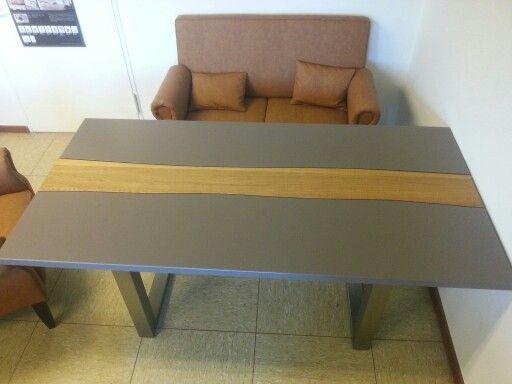 Moderner Esstisch Mit Bequemen Tischsofa. Wie Findet Ihr Die Idee?