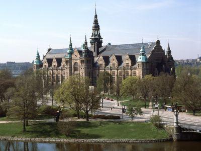 Il museo nordico conserva le tradizioni svedesi. C'è una esposizione sui mobili svedesi con oggetti che hanno fatto la storia del funzionalismo nato a Stoccolma.