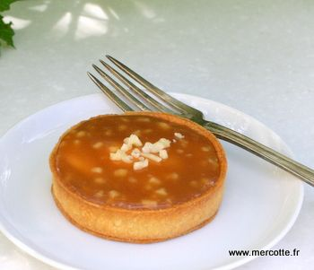 Tartelettes caramel nougatine http://www.mercotte.fr/2012/04/25/tartelettes-caramel-sale-nougatine-christophe-adam-a-encore-frappe/