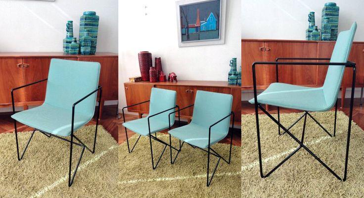 2 jaren 80 design eetkamer stoelen pastel blauw