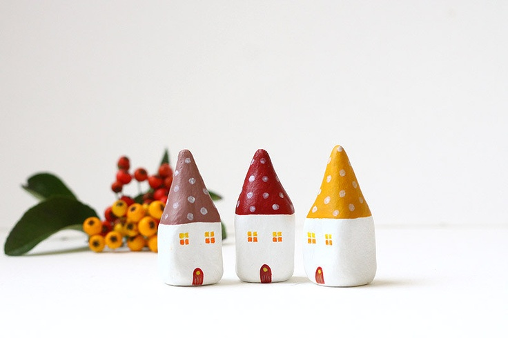 Etsy Transaktion - Little autumn village with three clay houses with polka dots on the roof