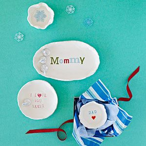 Mini Clay Bowls: Press small rubber stamps or chipboard letters into air-dry clay to make this cute little catchall. From @Nery Williams Magazine