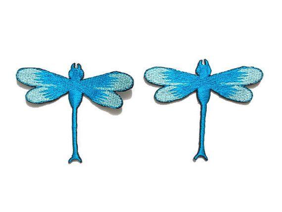 Hierro-en / coser en parche: libélula  MEDIDA: 6 x 5 cm. (ancho x alto) aproximadamente  Color: Azul cielo / azul claro  CANTIDAD DE: 2 piezas en 1 juego  Como hierro en: 1. la ropa debe estar limpia y recién lavadas. 2. Coloque la plancha en la temperatura alta. No use corriente durante la aplicación. 3. fondo área de hierro de ropa donde se colocará el parche. 4. Rocíe un poco de agua antes de colocar el parche en la ropa, bordado hacia arriba. 5. Coloque el paño o toalla ligera s...
