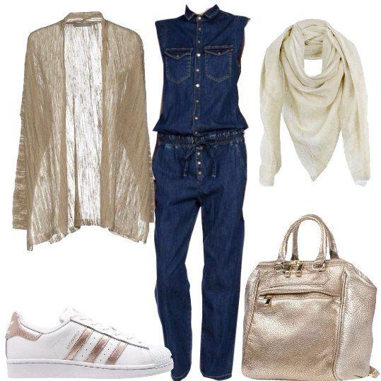 Outfit comodo pensato per chi deve affrontare un viaggio. Tuta in jeans leggero senza maniche, cardigan in cotone leggero dalla linea morbida, foulard per difendere il collo dall'aria condizionata. Sneakers comode e zaino capiente.