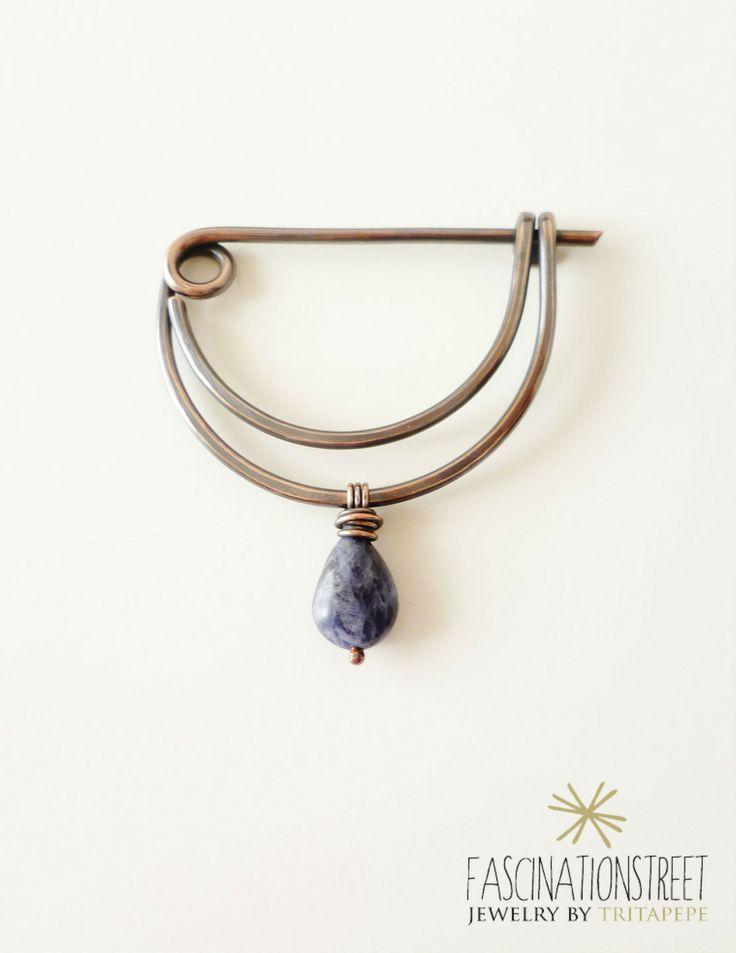 Onda - fibula in filo di rame e sodalite : Spille di fascinationstreet-b-handmade
