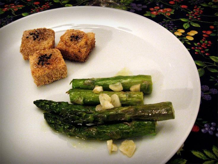 Tofu empanado com aspargos