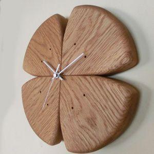 四葉のクローバーの形   木の時計