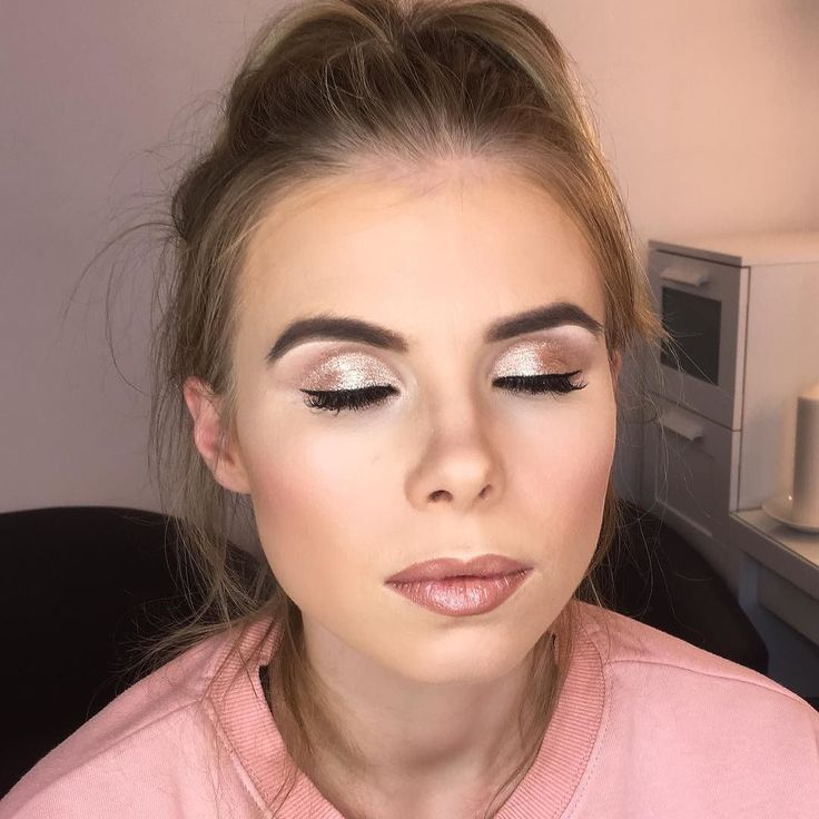 Lots of highlight and contouring as always for the gorgeous Rosie. On a side note - I am obsessed with this new lip combo  Lipliner - Stripdown @maccosmeticsuk  Lipstick - High Tea @maccosmeticsuk  Lipgloss - C-Thru @maccosmeticsuk  @rosiegarrison1  #makeup #makeupartist #mua #mac #makeover #makeuptalk #makeupgeek #makeuplover #makeupaddict #highlight #contour #lashes