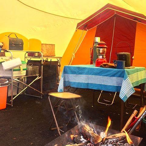 雨雪予報なので今回はタープの下に全て設営。  ・  サイトが水はけ抜群でかなーり助かりました。  ・  寒い中、外で淹れる日光珈琲「男体ブレンド」がたまらなく美味しい!  ・  #キャンプ#てっこつ#フィールドチャンプ#レトロキャンプ#焚き火#ヴィンテージキャンプ#雨キャンプ#キャンプギア#camp